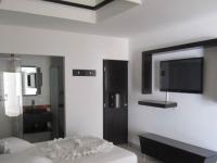 Motel California 2616