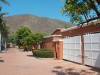 La Hacienda 301